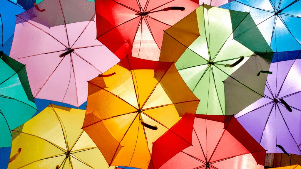 Guarda-chuvas coloridos