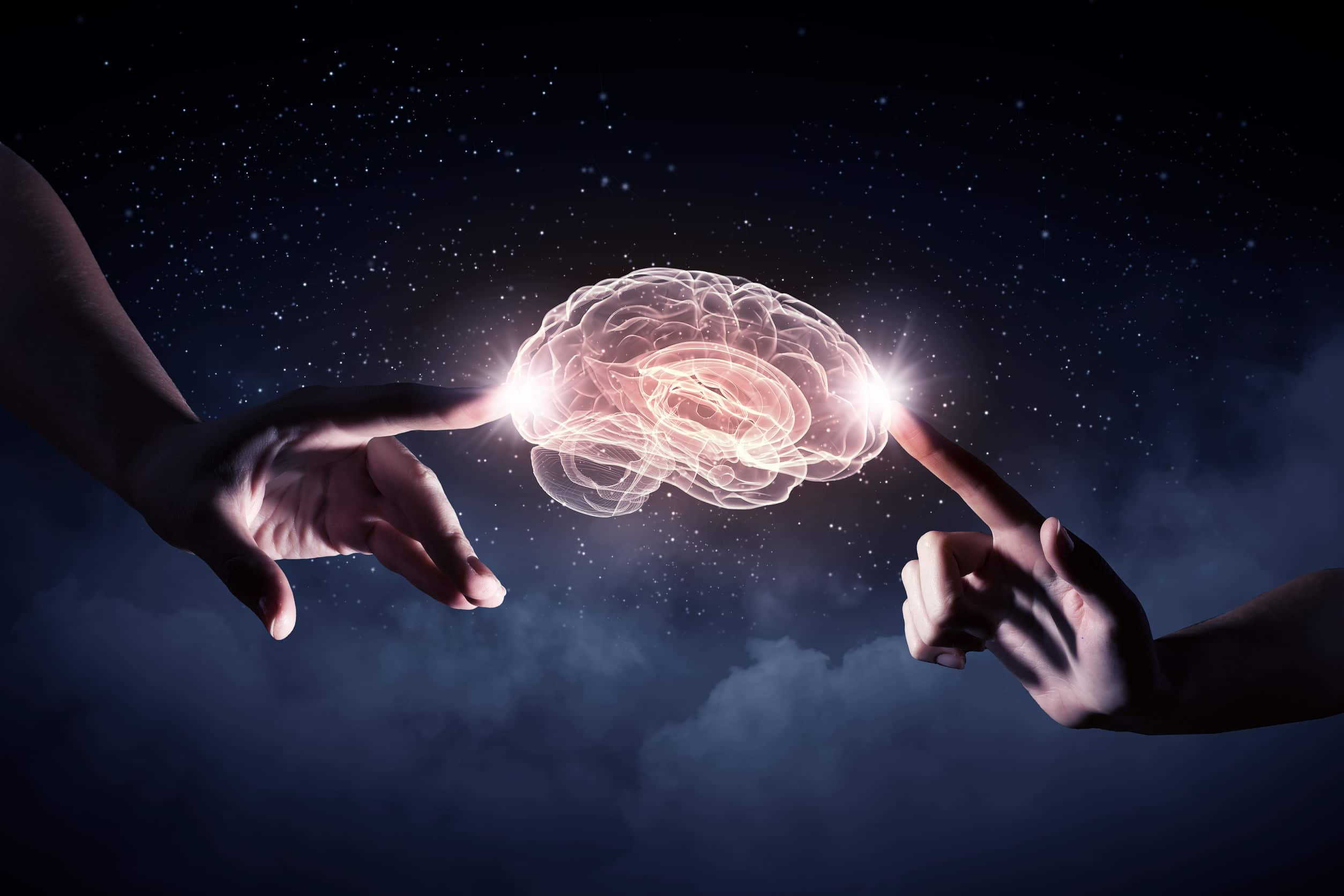 Mãos tocando cérebro com conexões luminosas