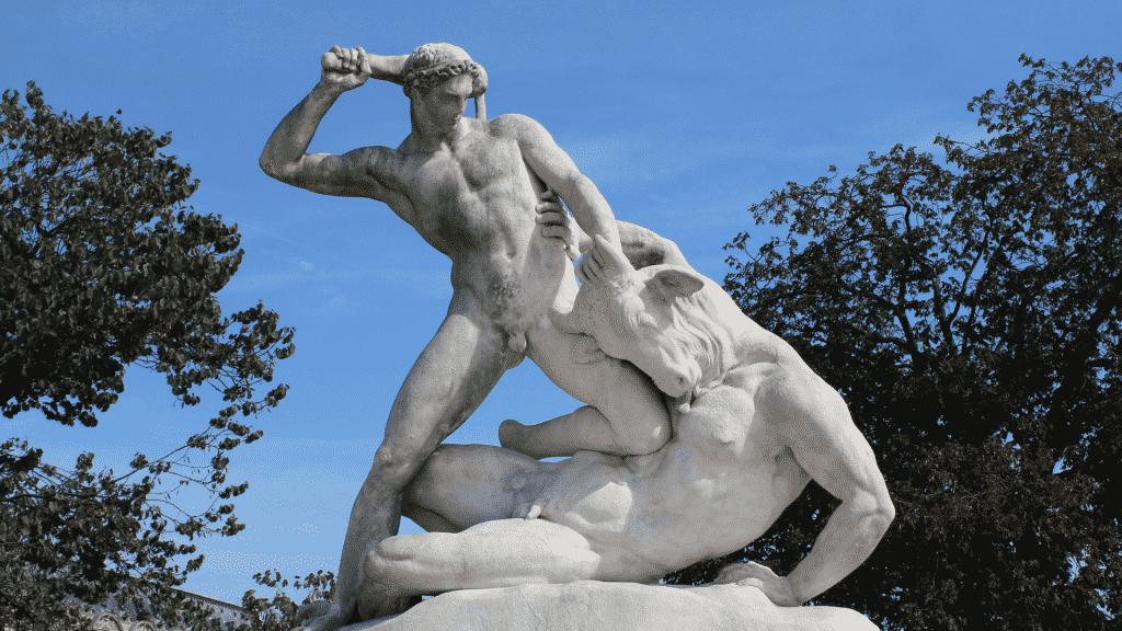 Estátua da luta de Teseu e Minotauro