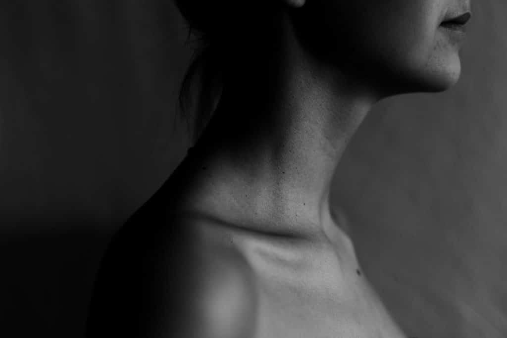 Imagem mostrando acima dos ombros de uma pessoa