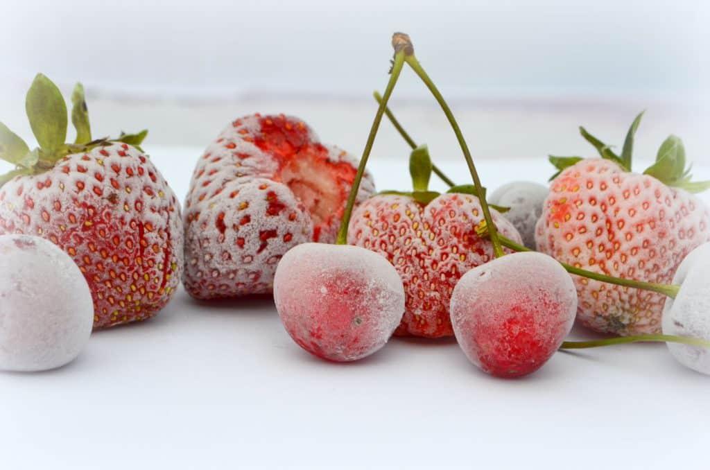 Cerejas e morangos congelados