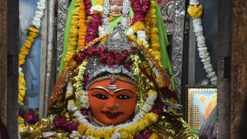 Estátua da deusa Gayatri