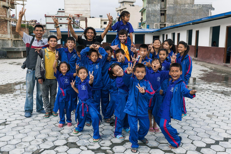 uniformes-produzidos-no-Nepal-compressor