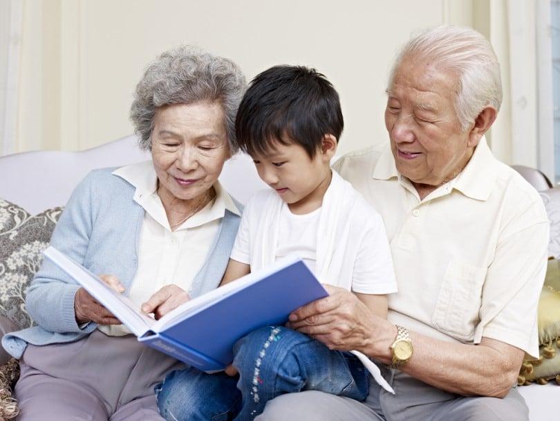 Resultado de imagem para netos e avós