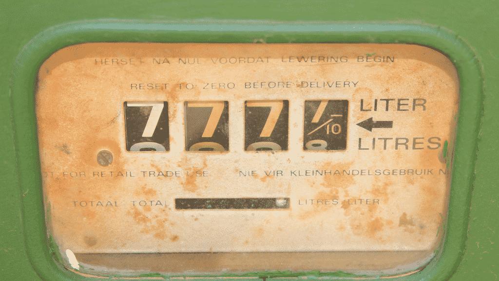 """Vários números """"7"""" em uma máquina antiga"""
