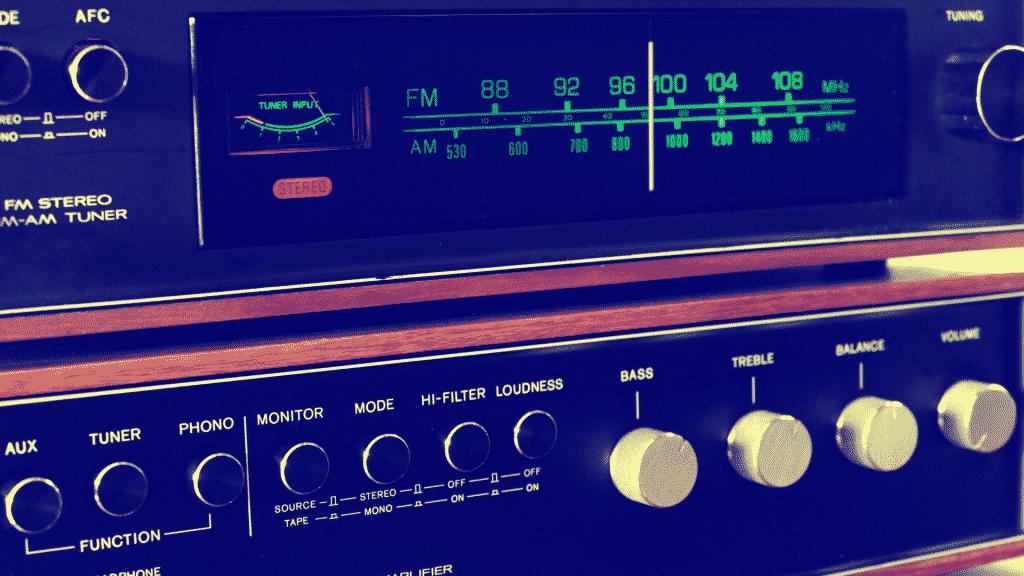 Painel de um rádio antigo