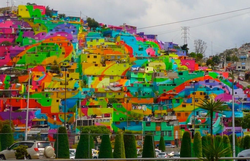 Foto da comunidade pintada em Pachuca, no México, após o trabalho da German Crew e de moradores.