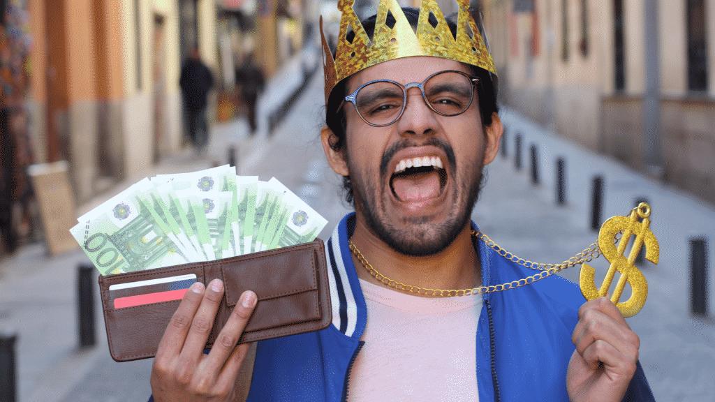 Homem arrogante ostentando seu dinheiro