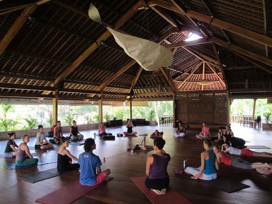 yoga-barn2-550