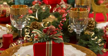 Beautifully decorated Christmas setting (Christmas dinner party)