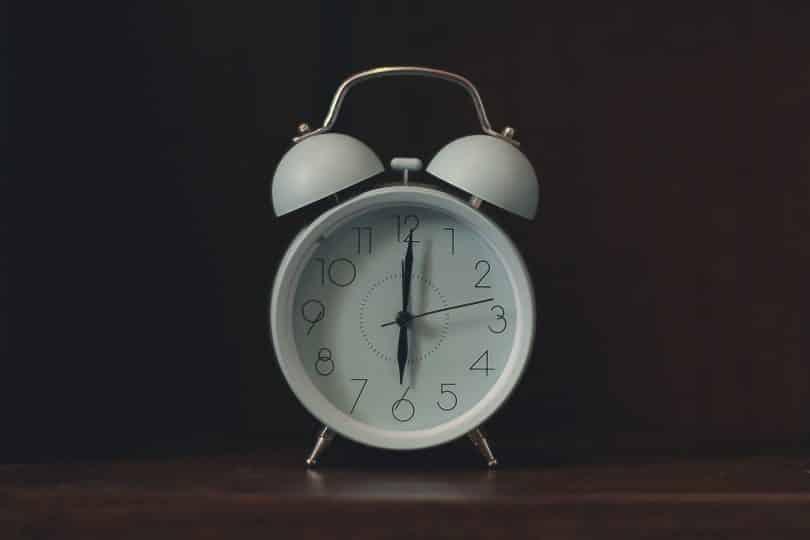 Relógio marcando horário