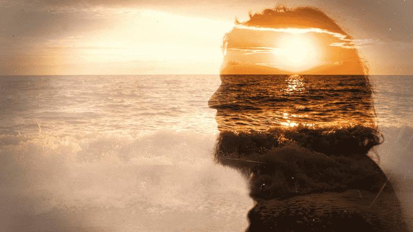 Silhueta de homem mesclada com o pôr do sol