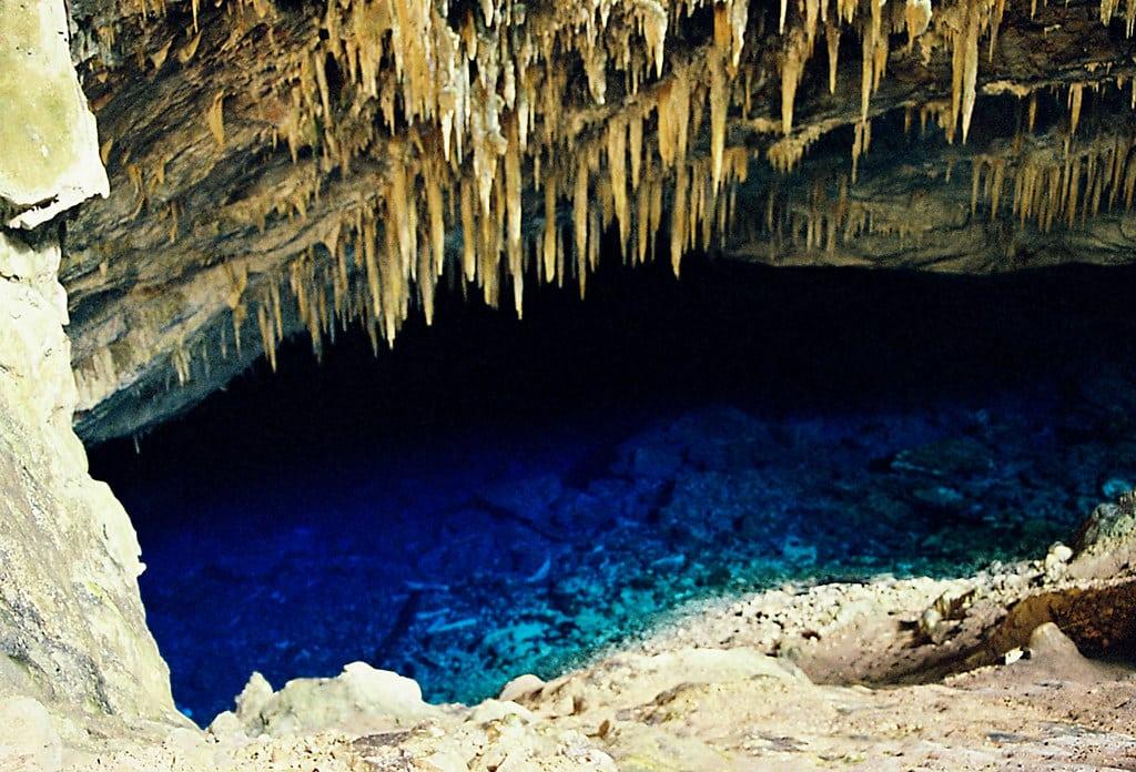 Imagem da gruta do lago azul em Bonito