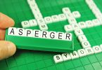 """Palavra """"asperger"""" com letras de plástico."""