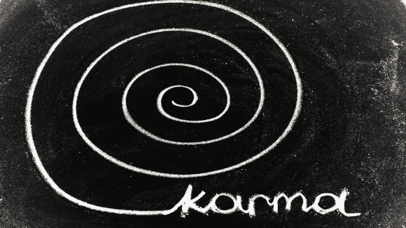 """Imagem de um espiral com a palavra """"karma"""" escrita no final"""