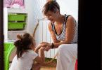 Mãe e filha conversando