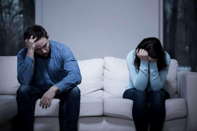 Casal com dificuldades no relacionamento