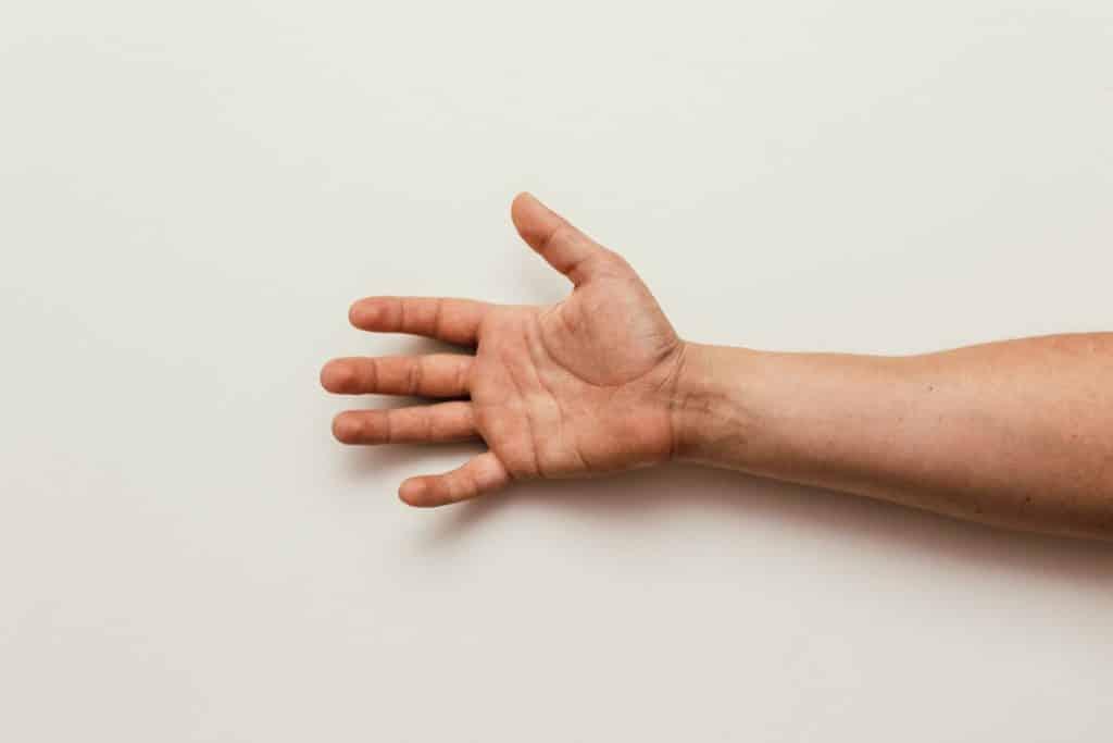 Mão de alguém aberta