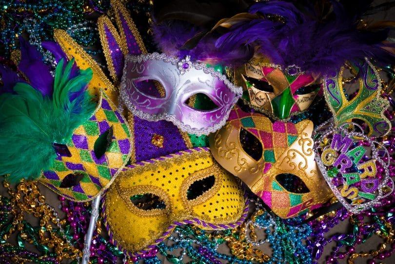 Conjunto de máscaras típicas do Carnaval.