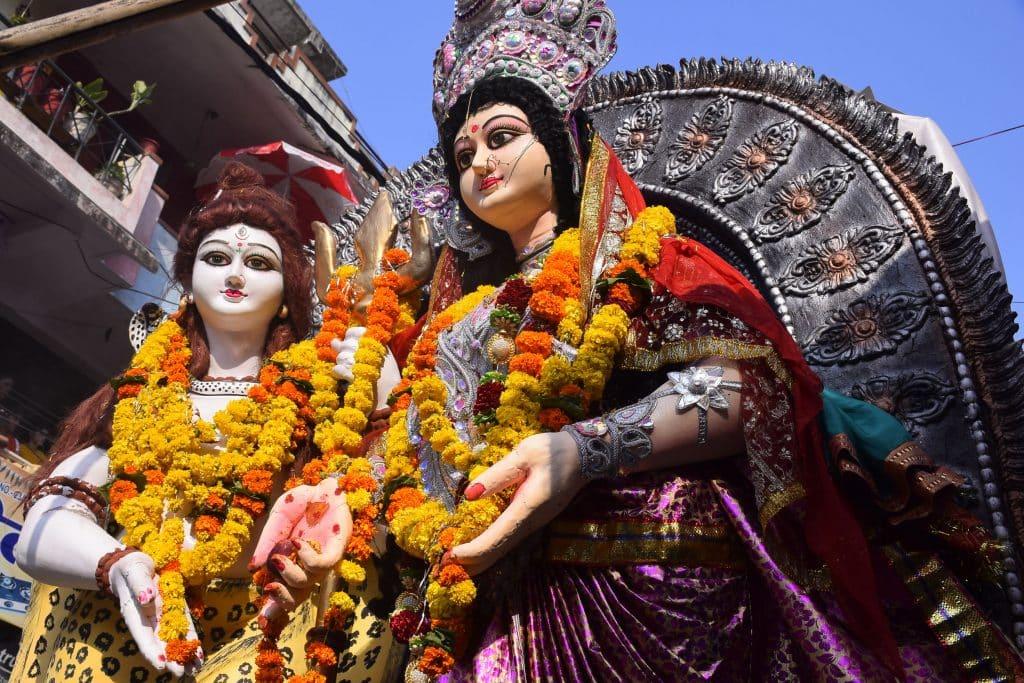 Representação de Shiva e Shakti no festival