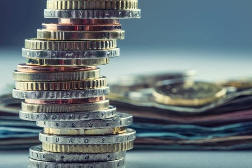 Moedas e cédulas de euro.