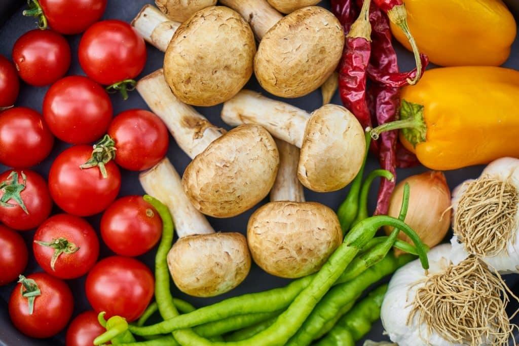 Vários tipos de leguminosas expostos.