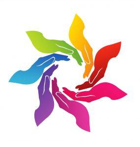 Sete mãos coloridas e curvadas formando um círculo.