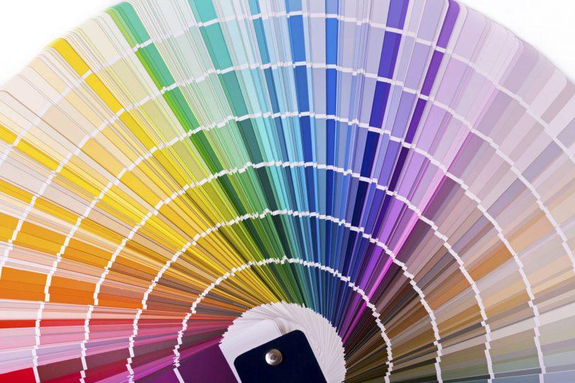 Cartela de amostra de cores aberta.