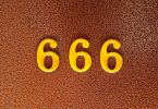 Imagem com o número 666 escrito em amarelo.