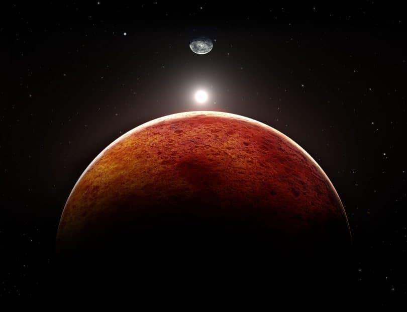 Planeta marte com a lua aparecendo ao fundo.
