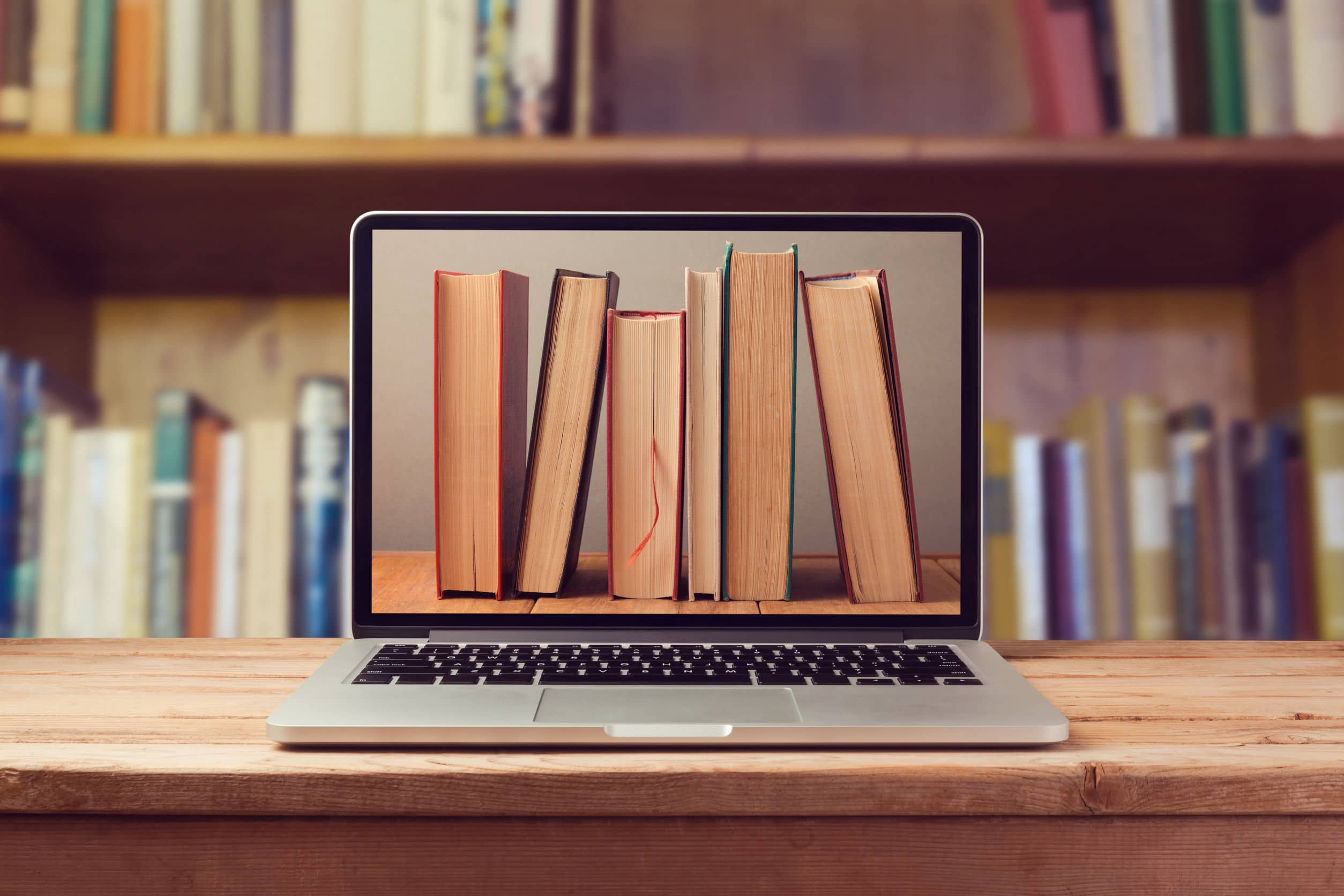 Notebook com imagem de livros. Conceito de e-book.