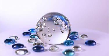 uma bola de cristal para adivinhação.