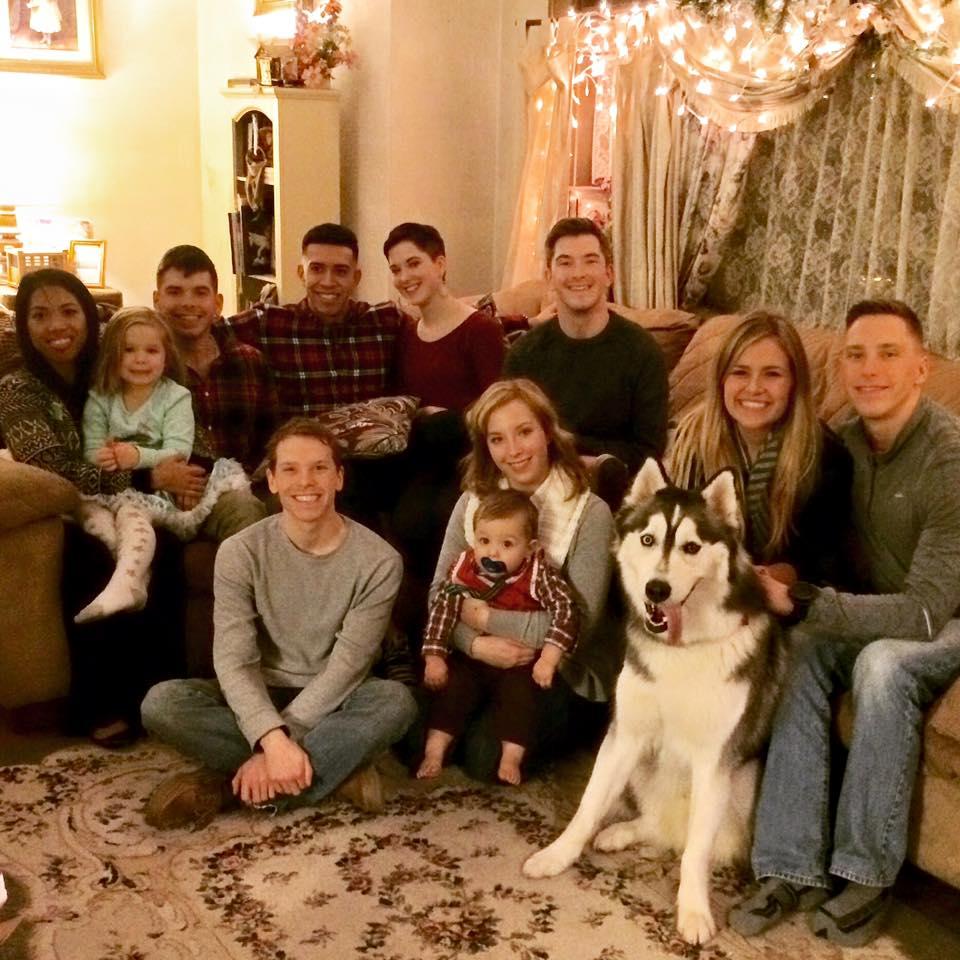 Foto de grande família reunida no natal.