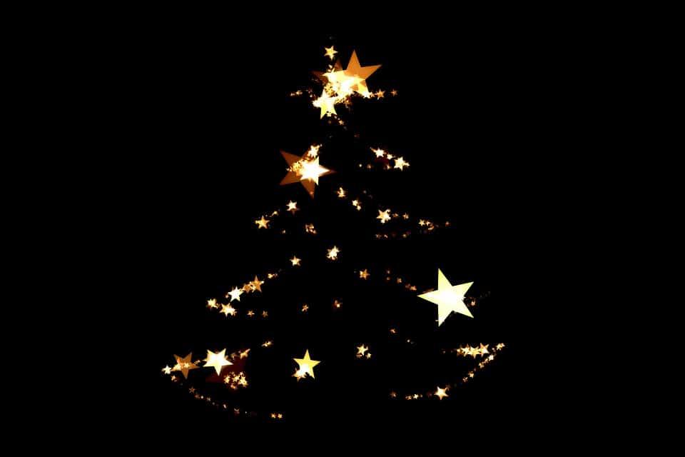 Desenho de árvore de natal feito com estrelas iluminadas.