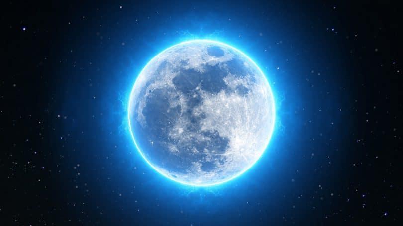Lua imensa emanando luz azul intensa.
