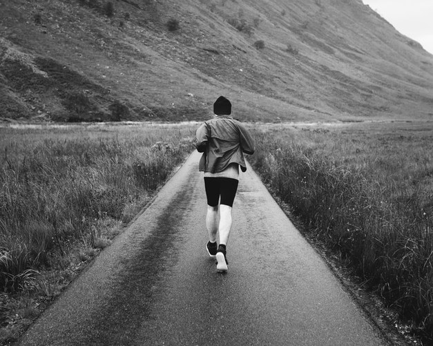 Homem correndo.