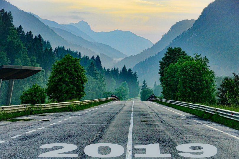 Estrada com 2019 como linha de partida.