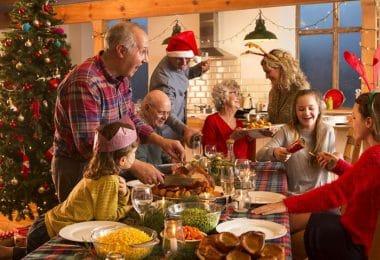 Foto de família durante a ceia de natal.