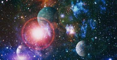 Nébula, estrelas e planetas em uma imagem fornecida pela NASA.