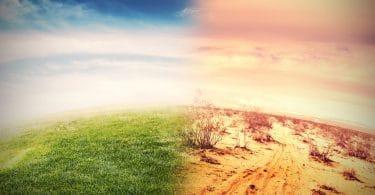 Imagem de terra dividida ao meio, metade com grama verde e céu azul, e outra metade com terra seca e céu laranja.