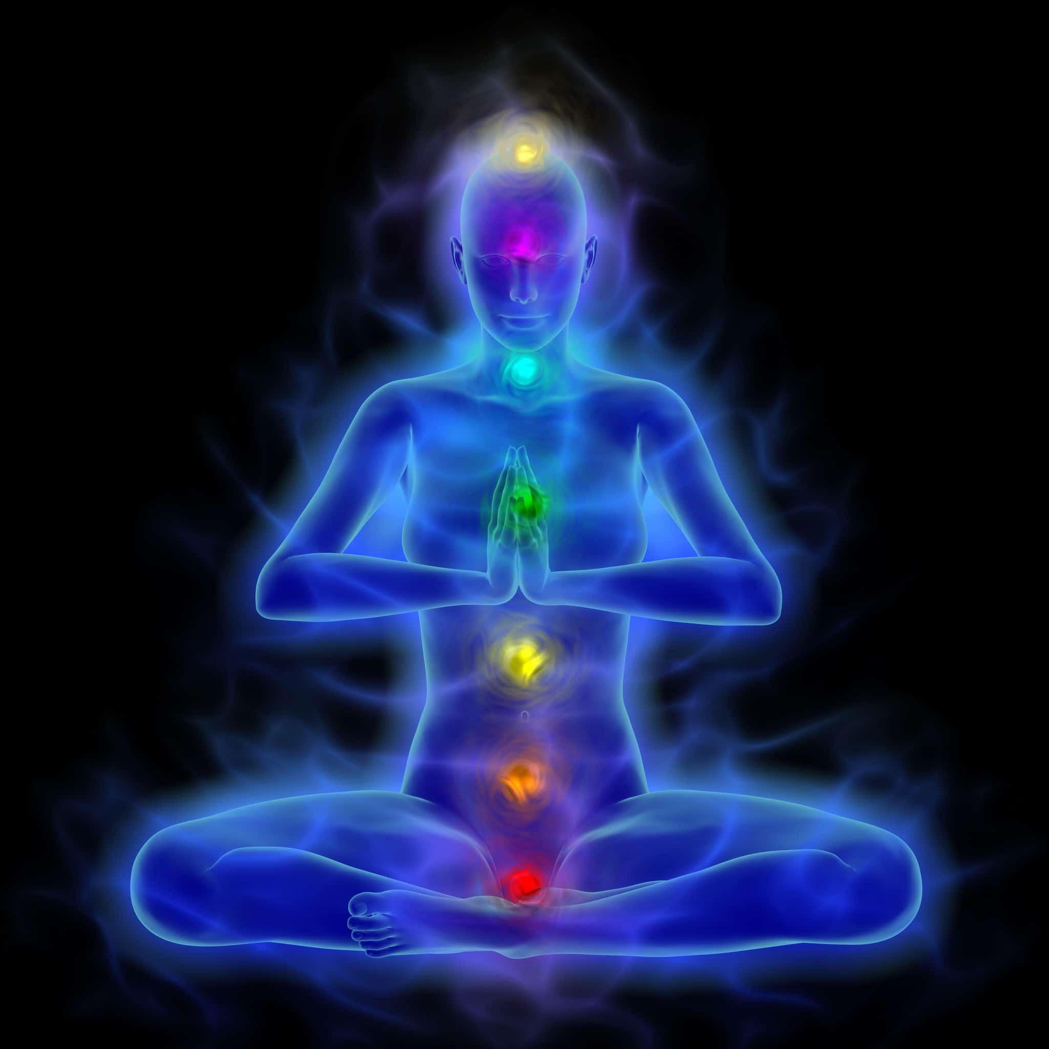 Ilustração da silhueta humana do corpo da energia com aura e chakras na meditação.