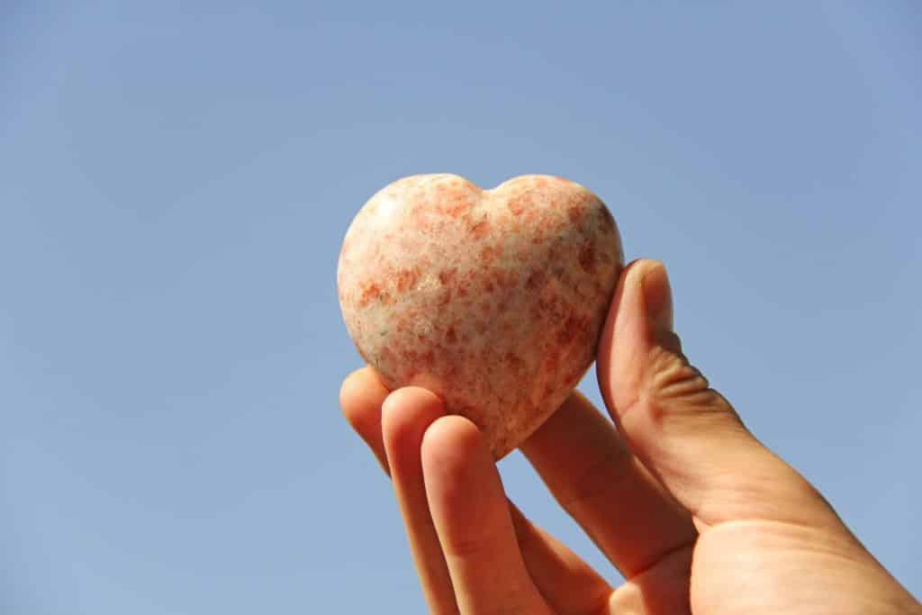 Pedra Rodocrosita em formato de coração
