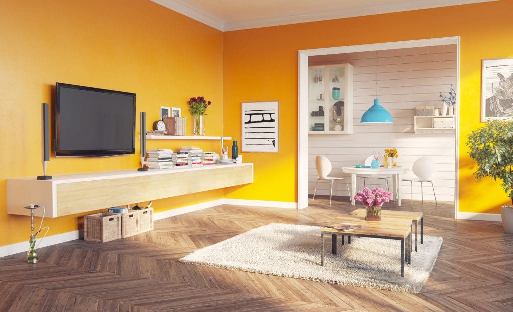 Sala com paredes amarelas.