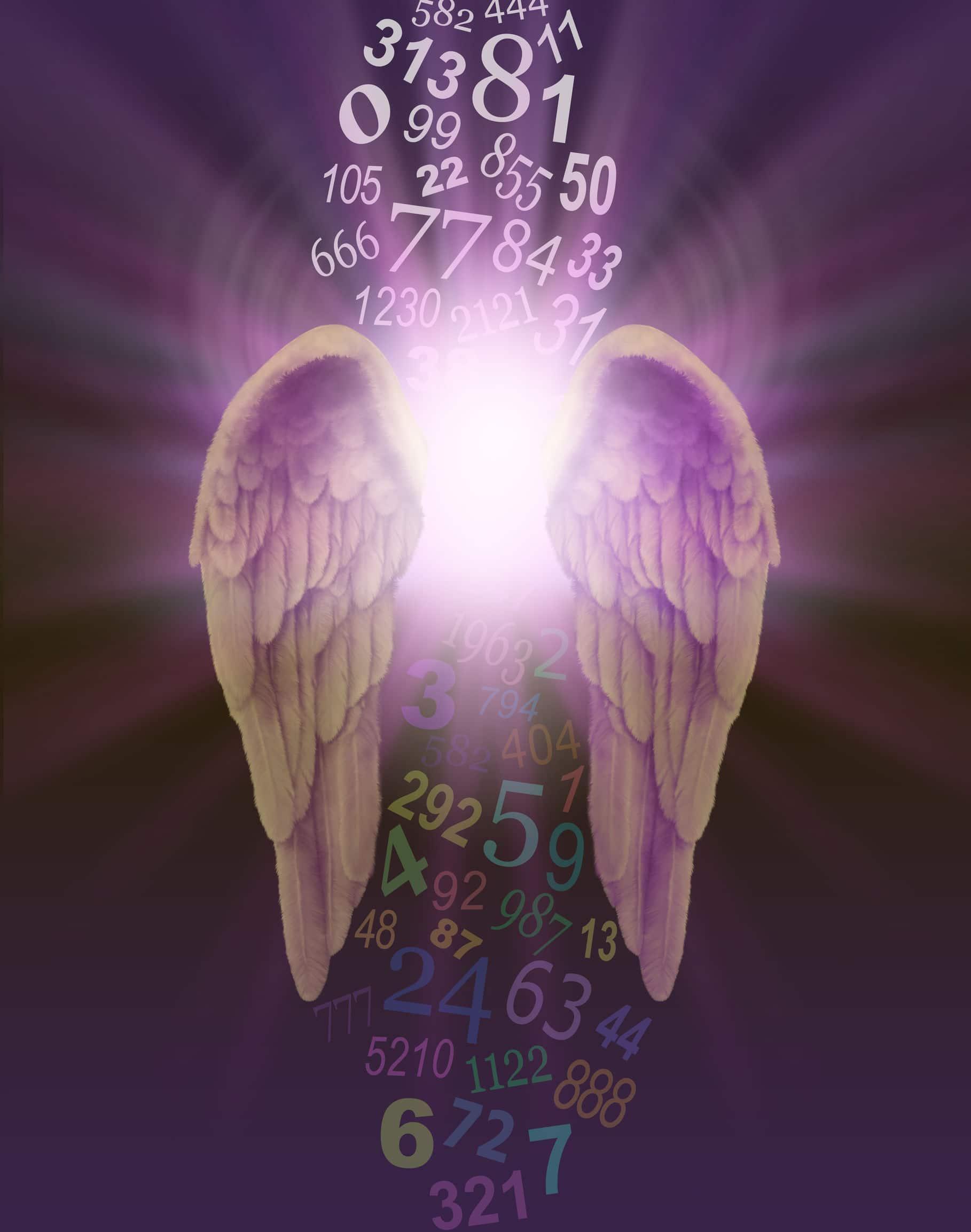 Asas de anjo com números voando no espaço.