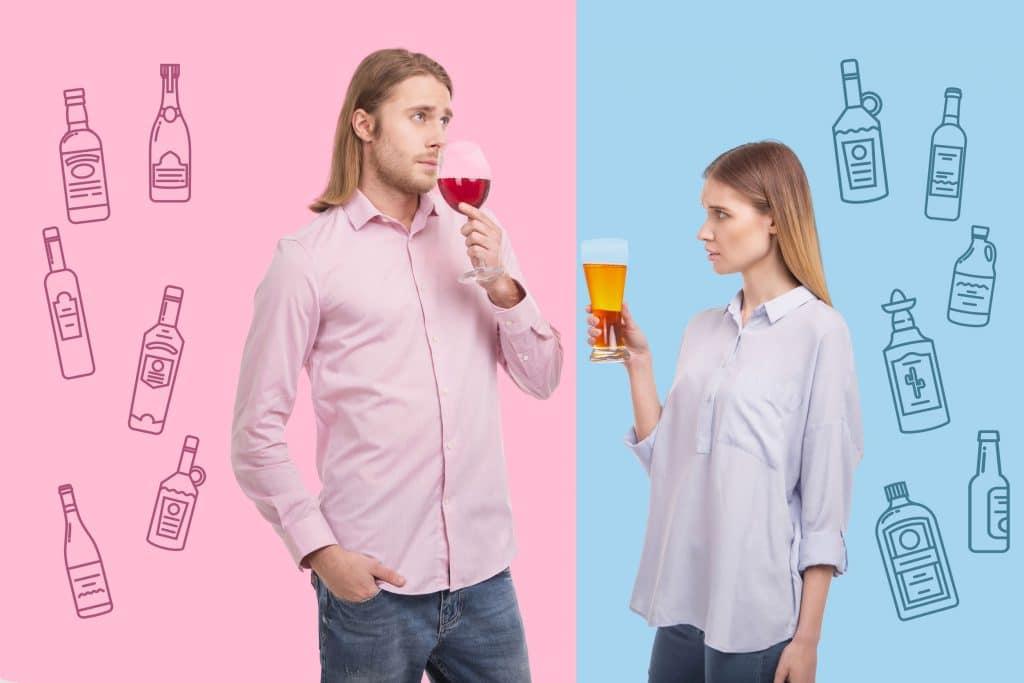 Homem e mulher em um fundo metade rosa e metade azul. Homem veste camisa rosa e toma uma taça de vinho, enquanto mulher veste uma camisa azul e segura um copo de cerveja.