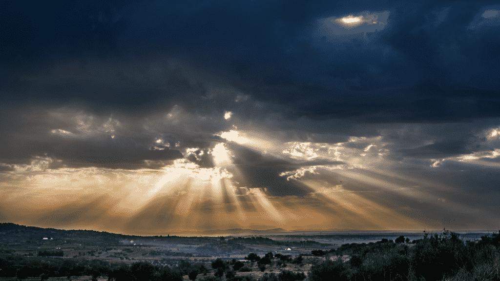 Céu nublado se abrindo