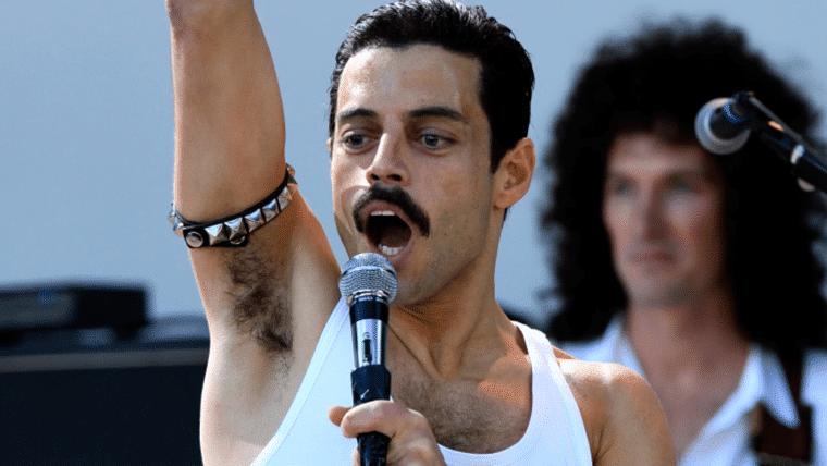 Rami Malek interpretando Freddie Mercury.