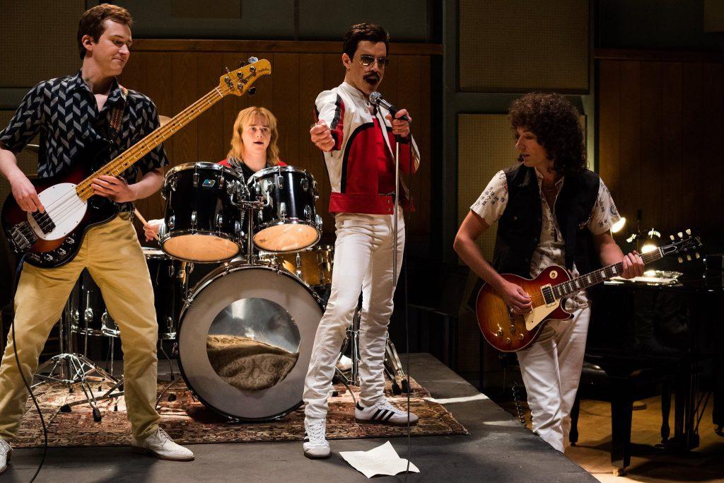 Banda Queen ensaiando em estúdio.