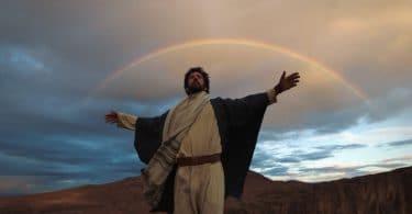 Eu conheci jesus: imagem de jesus com os braços abertos no deserto.