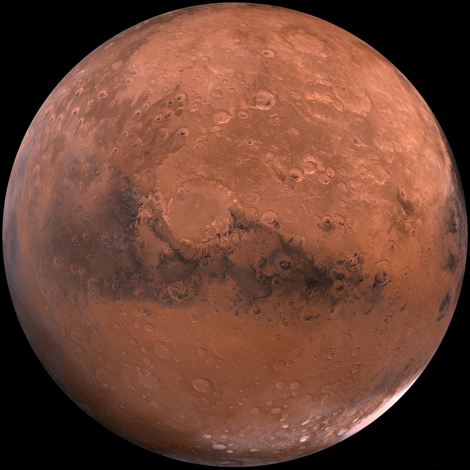 Planeta Marte, vermelho e com suas crateras.